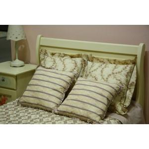 Покрывало с декоративными подушками Ришелье