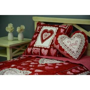Покрывало с декоративными подушками